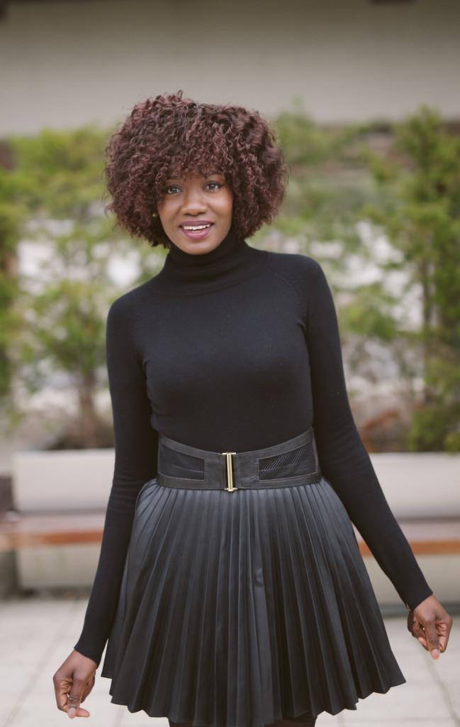 Black_turtleneck_and_pleated_skirt