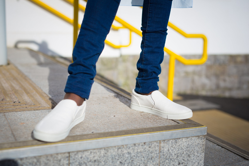 LONG_LINE_TUNIC_AND_SNEAKERS