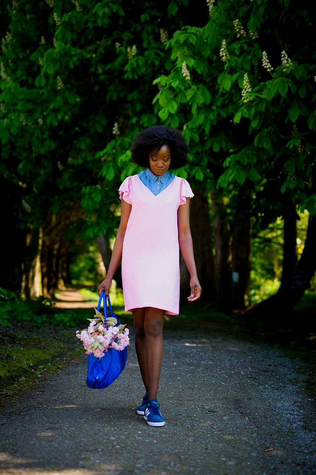 shift_dress_and_sneakers