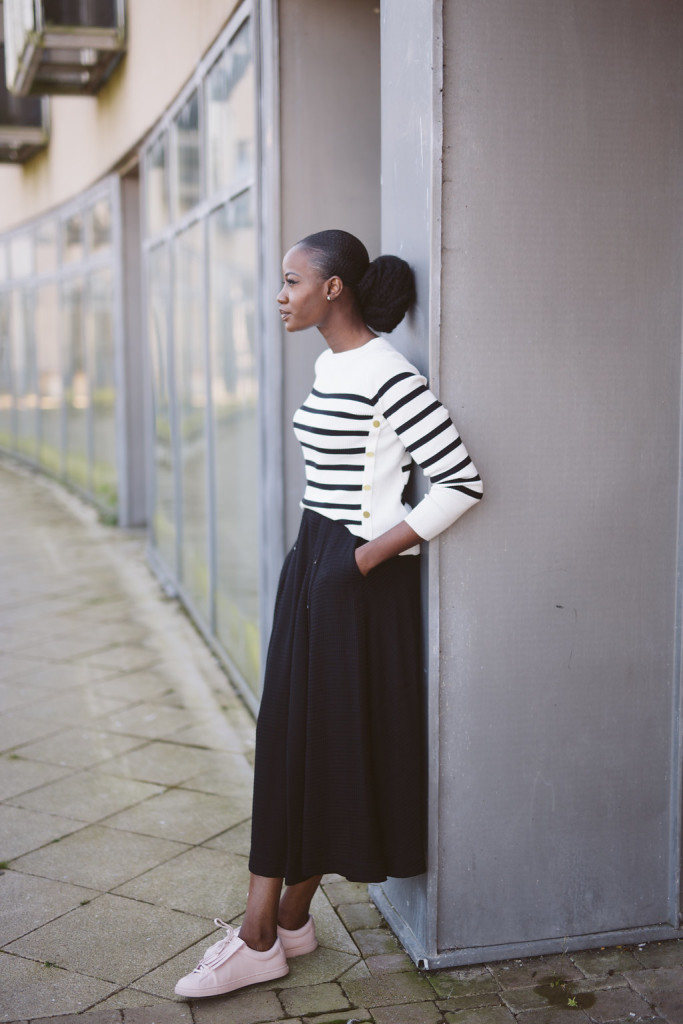 MIDI SKIRT AND SNEAKERS IMAGE