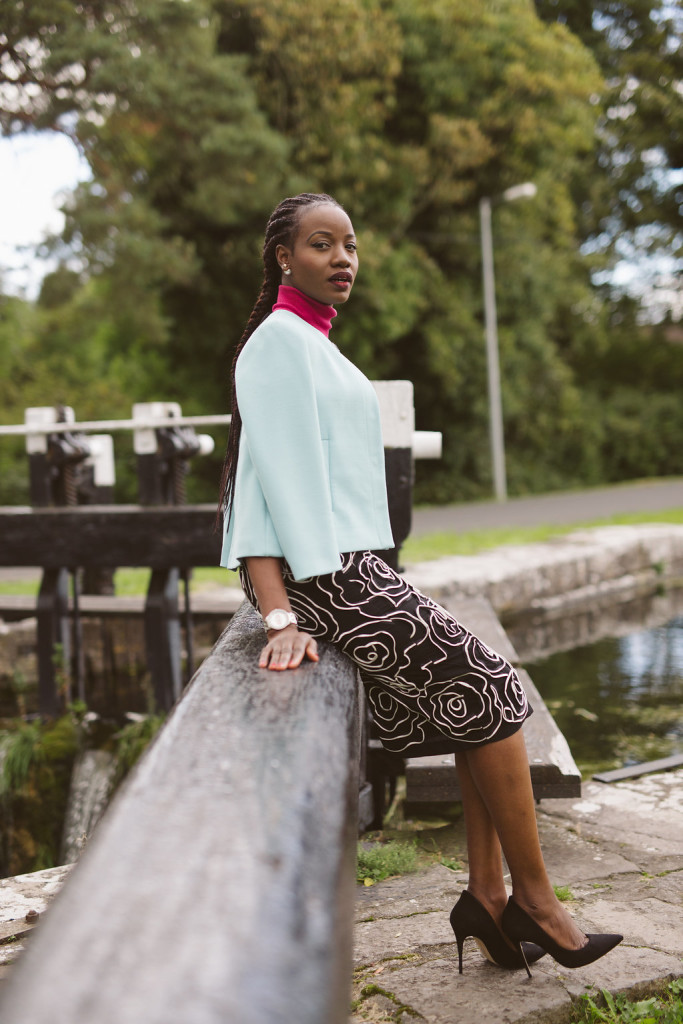 ROSE PATTERN SKIRT AND TURTLE NECK IMAGE
