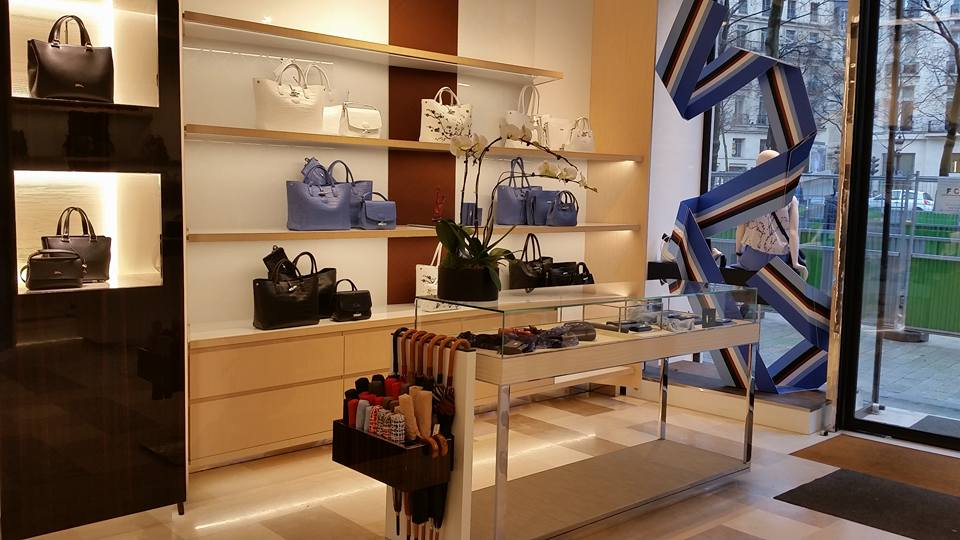 LONGCHAMP DISPLAY PARIS IMAGE